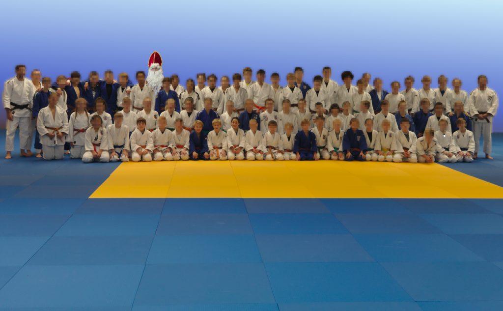 Gruppenbild der Teilnehmer mit Nikolaus