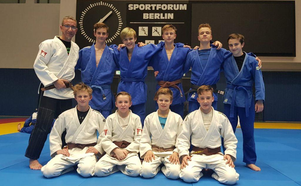 Tino Flemming mit den 9 OBB Teilnehmer